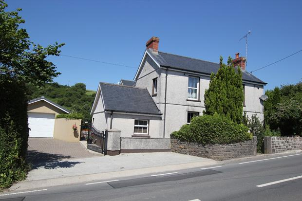 4 Bedrooms Detached House for sale in Broadway, Laugharne, Carmarthenshire
