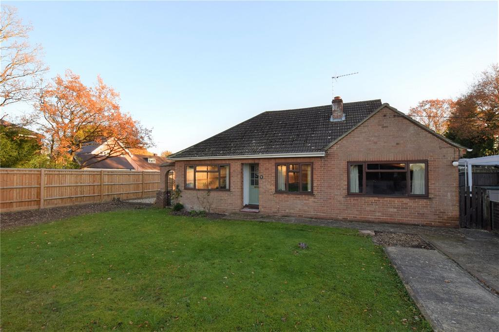 3 Bedrooms Detached Bungalow for sale in Clayhill Road, Burghfield Common, Reading, Berkshire, RG7