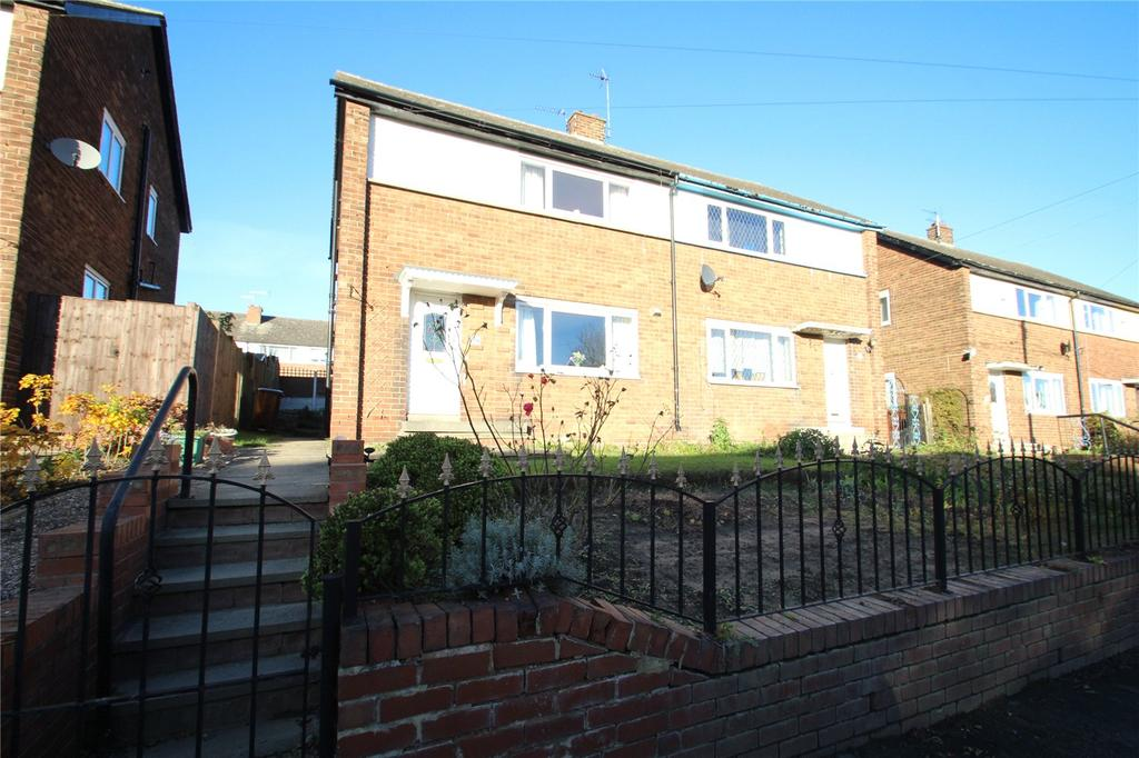 3 Bedrooms Semi Detached House for sale in Robson Close,, Pontefract, WF8