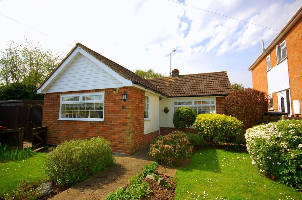 2 Bedrooms Detached Bungalow for sale in Osborne Gardens, Herne Bay
