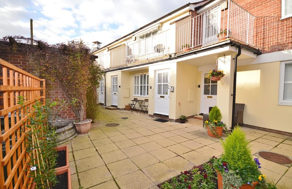 2 Bedrooms Ground Flat for sale in South Street, Manningtree, CO11 1EH