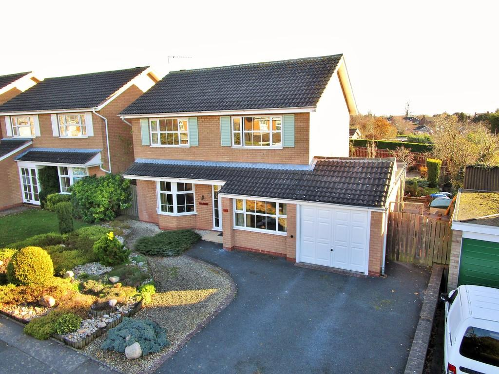 4 Bedrooms Detached House for sale in Blue Cap Road, Stratford-upon-Avon