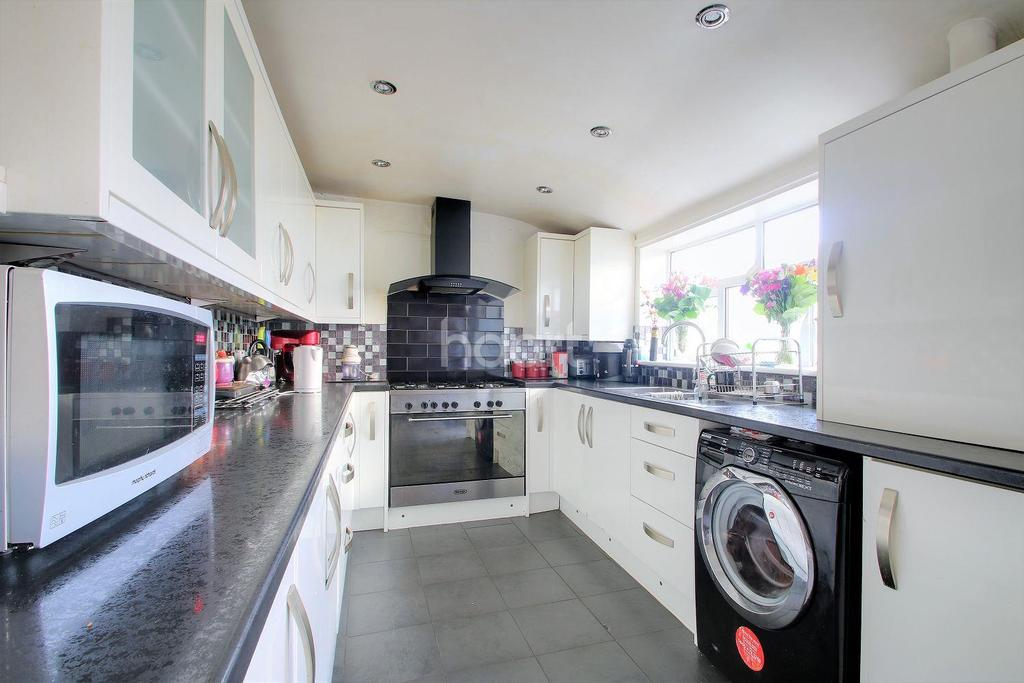 3 Bedrooms Terraced House for sale in Dames Road, Forest Gate, London, E7