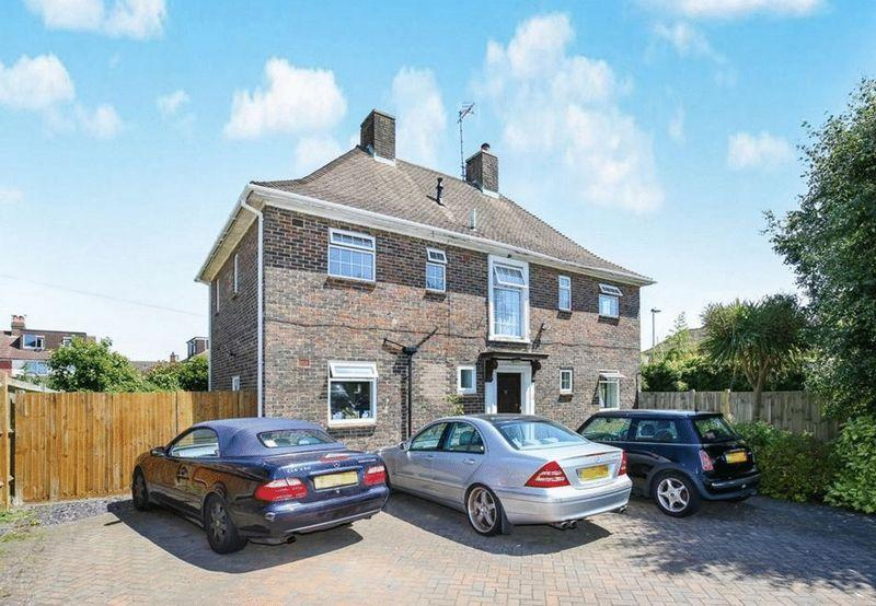 5 Bedrooms Detached House for sale in Forest Road, Worthing