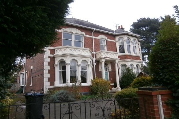 3 Bedrooms Flat for sale in Evington Lane, Evington, Leicester, LE5