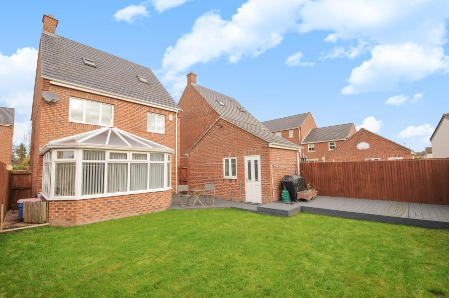 4 Bedrooms Detached House for sale in NURSERY CLOSE, KIPPAX, LS25 7AD
