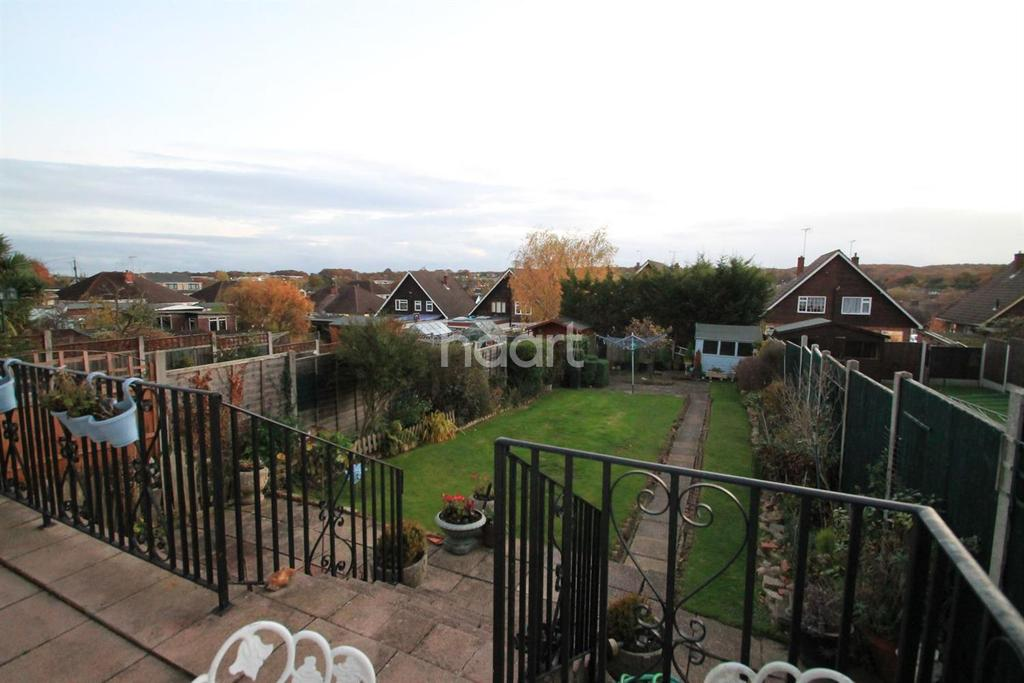 4 Bedrooms Semi Detached House for sale in Springwater Road, Leigh-On-Sea