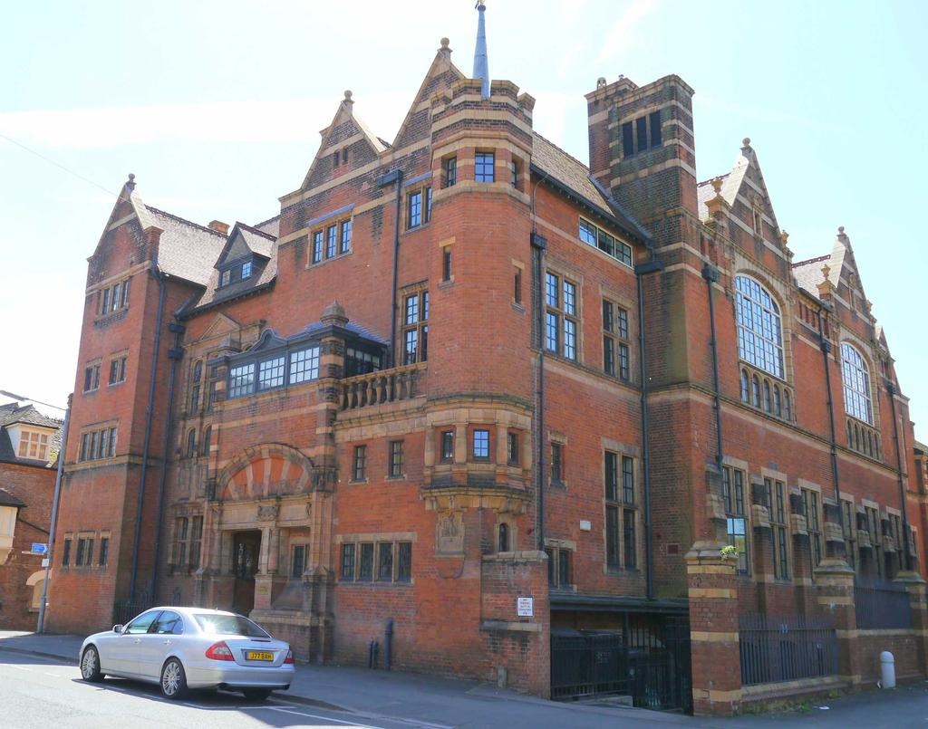 2 Bedrooms Flat for sale in Sansome Walk, Worcester