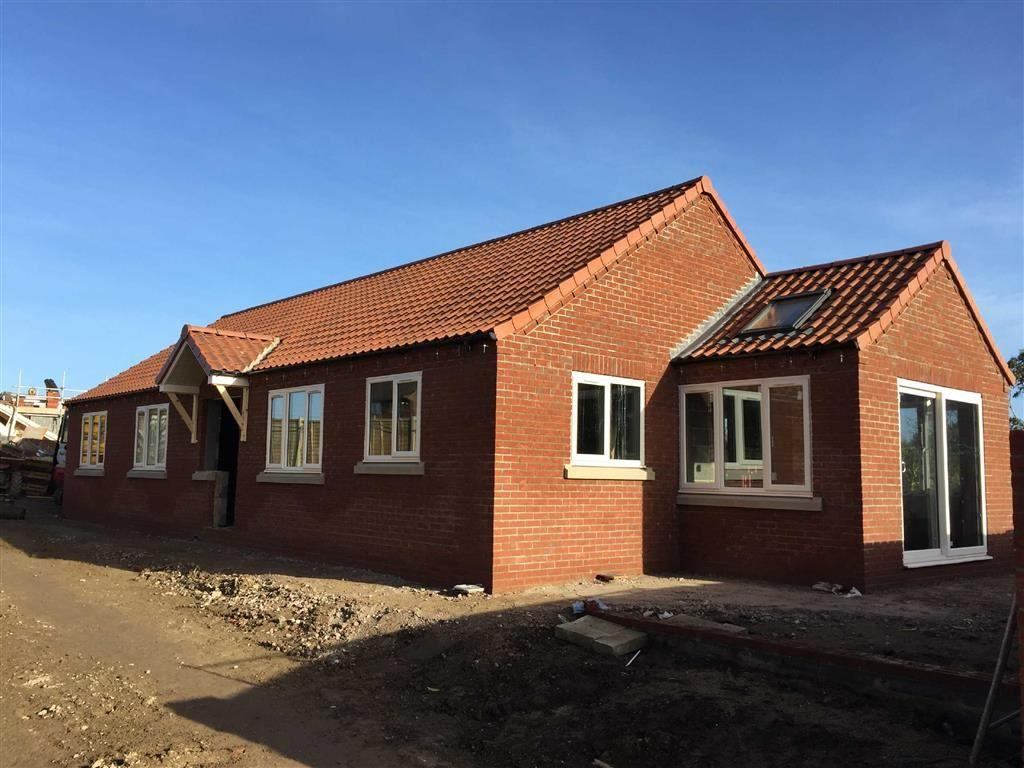 3 Bedrooms Detached Bungalow for sale in Parker Close, Bempton, East Yorkshire, YO15