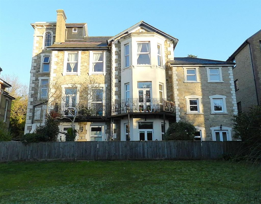 2 Bedrooms Flat for sale in East Hill Road, Ryde