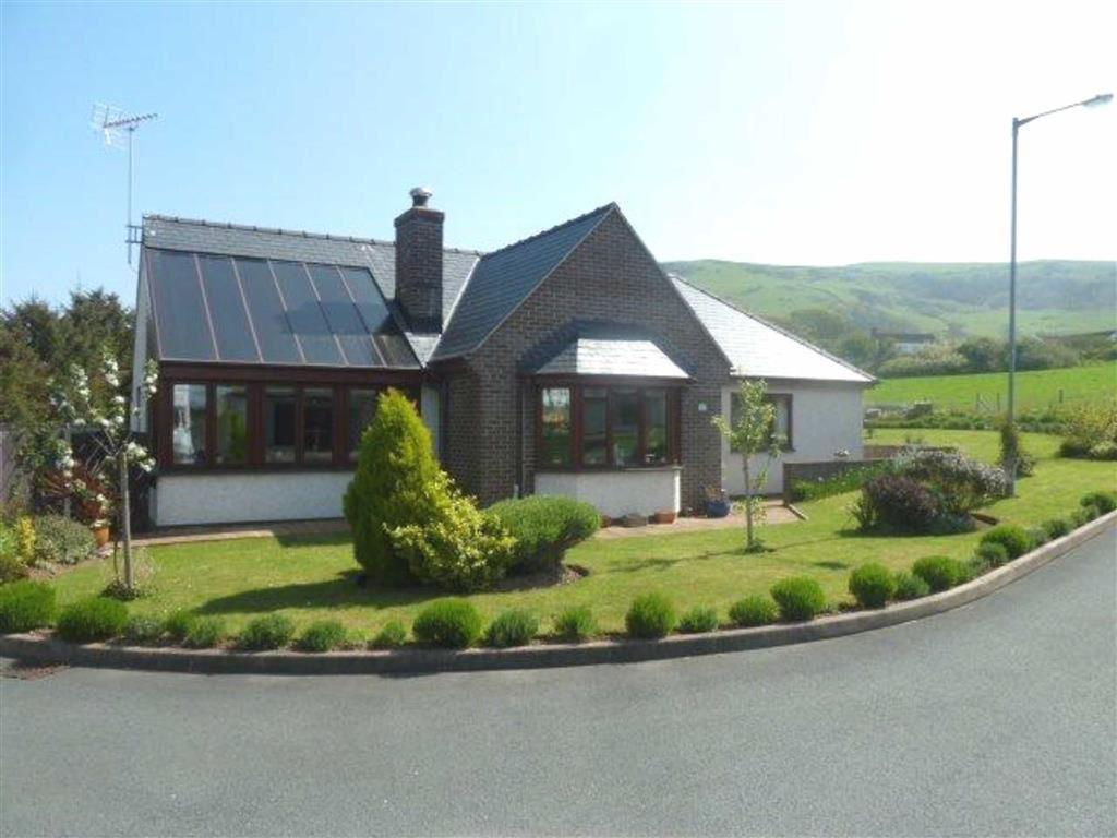 2 Bedrooms Detached Bungalow for sale in 17, Garreg Lwyd, Tywyn, Gwynedd, LL36