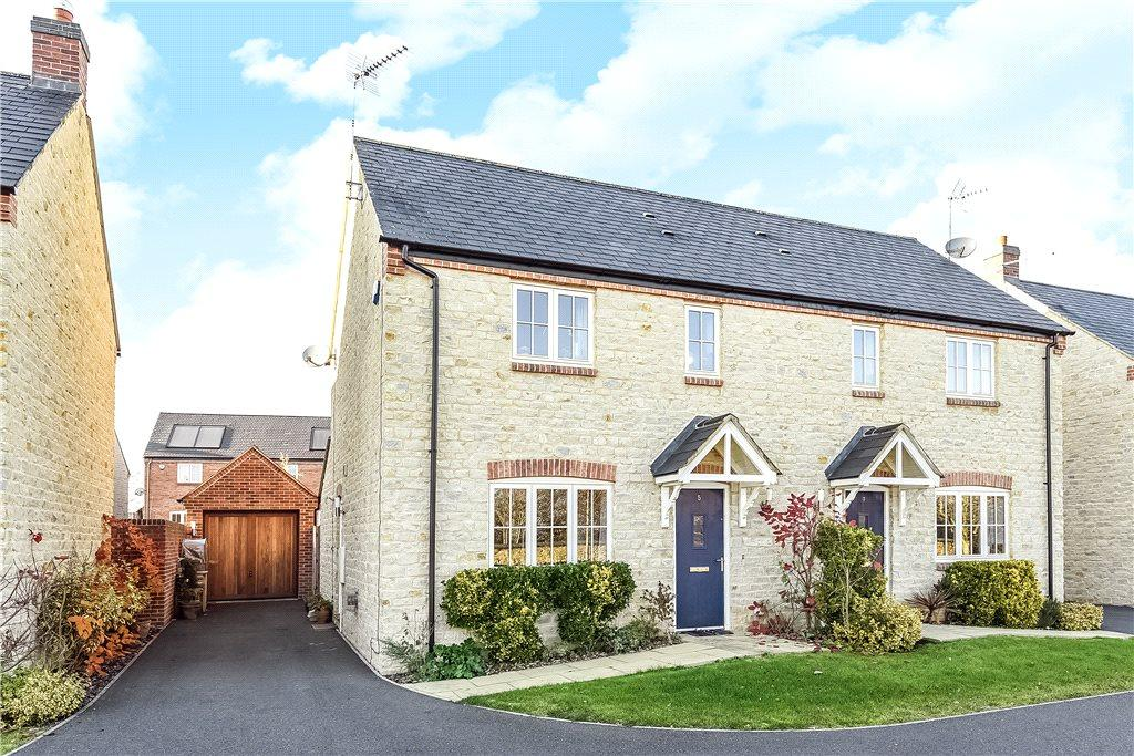 3 Bedrooms Semi Detached House for sale in Mansion Gardens, Potterspury, Towcester, Northamptonshire