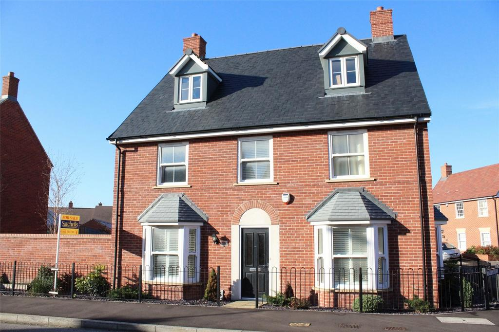 6 Bedrooms Detached House for sale in Valerian Way, Stotfold, Hitchin, Hertfordshire