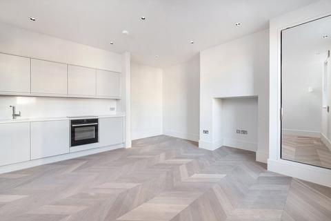 Studio to rent - Goodge Street, Fitzrovia, London, W1T