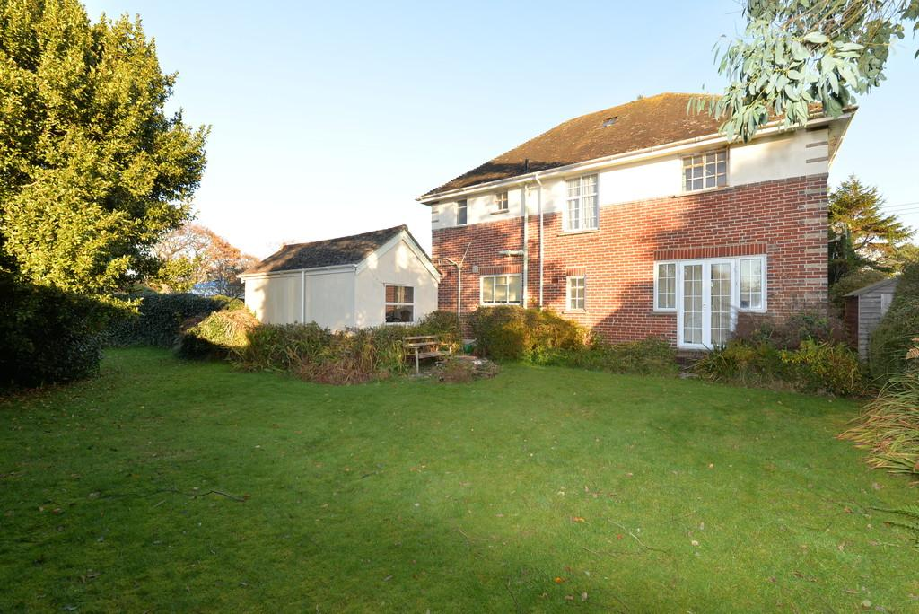 4 Bedrooms Detached House for sale in Chestnut Avenue, Barton on Sea