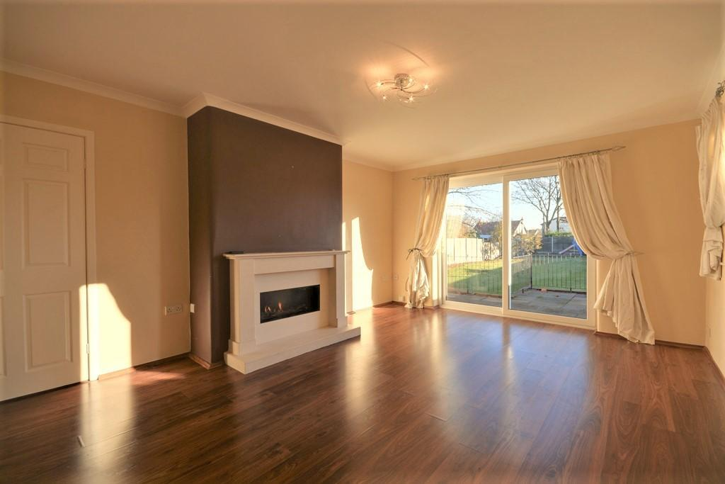4 Bedrooms House