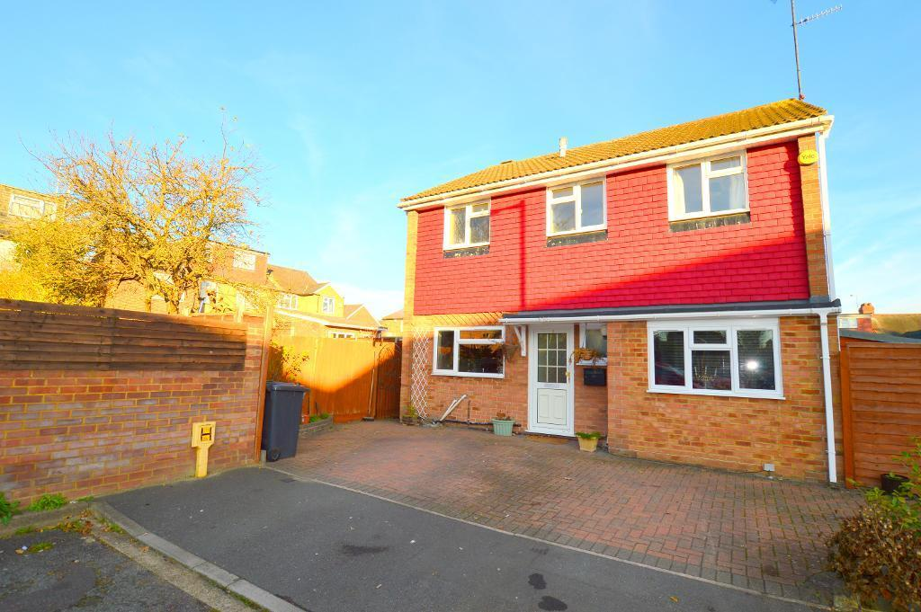 3 Bedrooms Detached House for sale in St Bernards Close, Luton, LU3 1QF