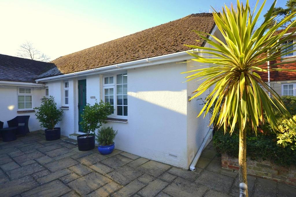 2 Bedrooms Semi Detached Bungalow for sale in Morton Old Road, Brading