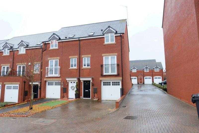 3 Bedrooms Town House for sale in Quayle Court, Kidderminster DY11 6SQ
