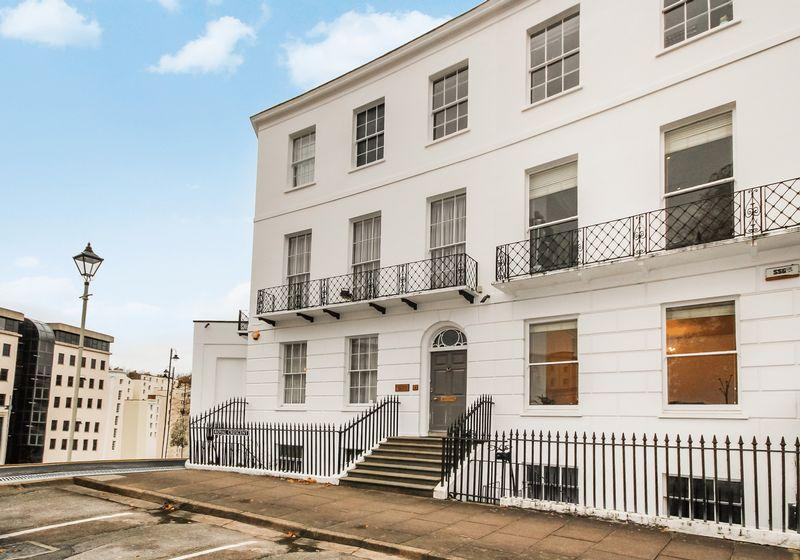 5 Bedrooms End Of Terrace House for sale in 18 Royal Crescent, Cheltenham