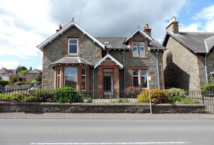 3 Bedrooms Detached House for sale in 38 Hillside Terrace, Selkirk, TD7 4ND