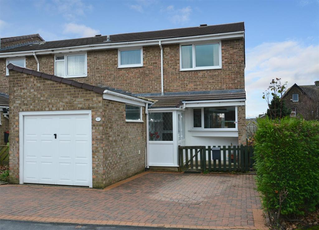 3 Bedrooms Semi Detached House for sale in St. Johns Drive, Yeadon