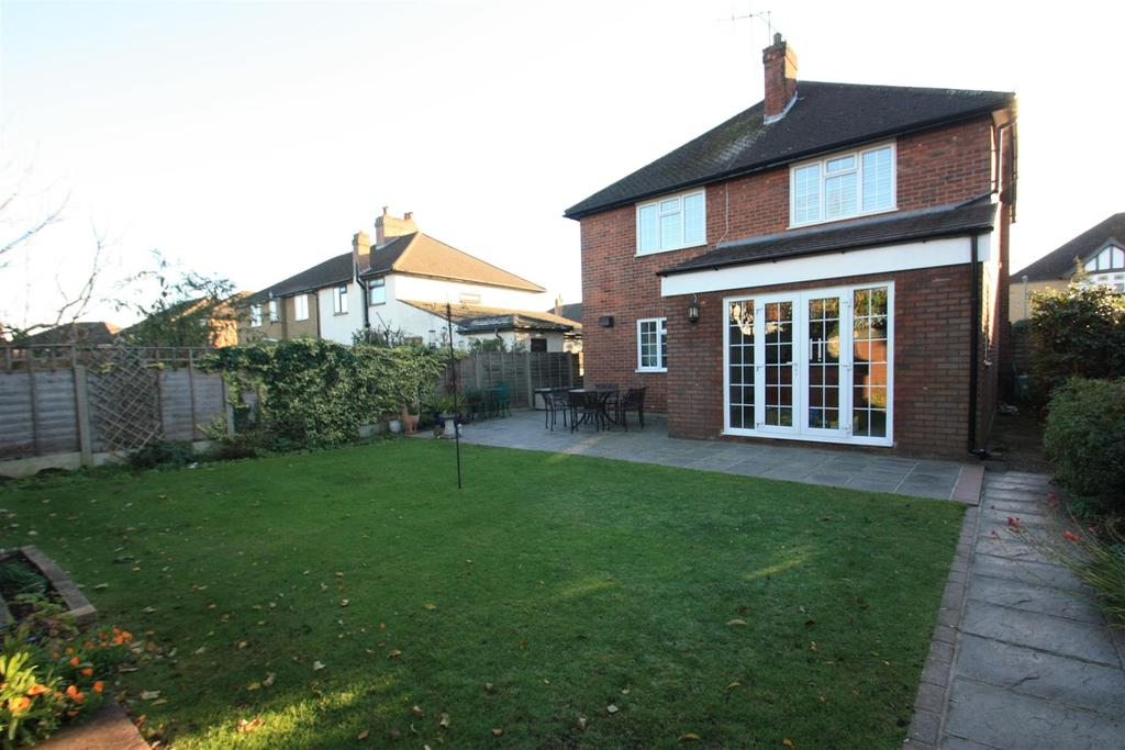 4 Bedrooms Detached House for sale in Fontmell Park, Ashford