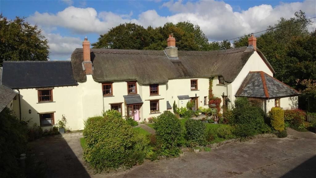 3 Bedrooms Detached House for sale in Ashreigney, Chumleigh, EX18