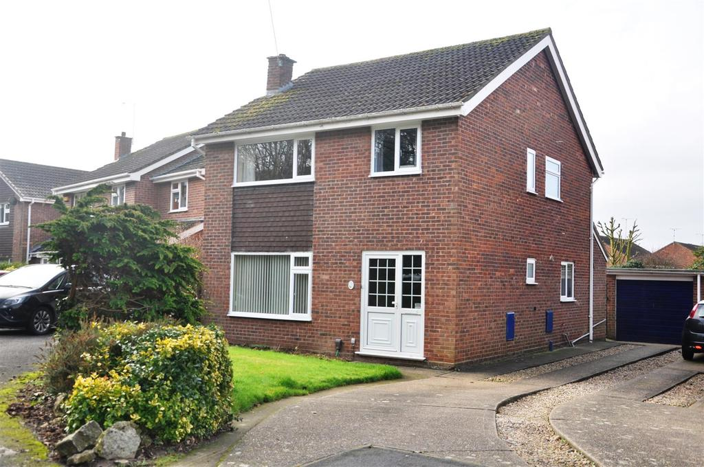 4 Bedrooms Detached House for sale in Nicholson Close, Warwick