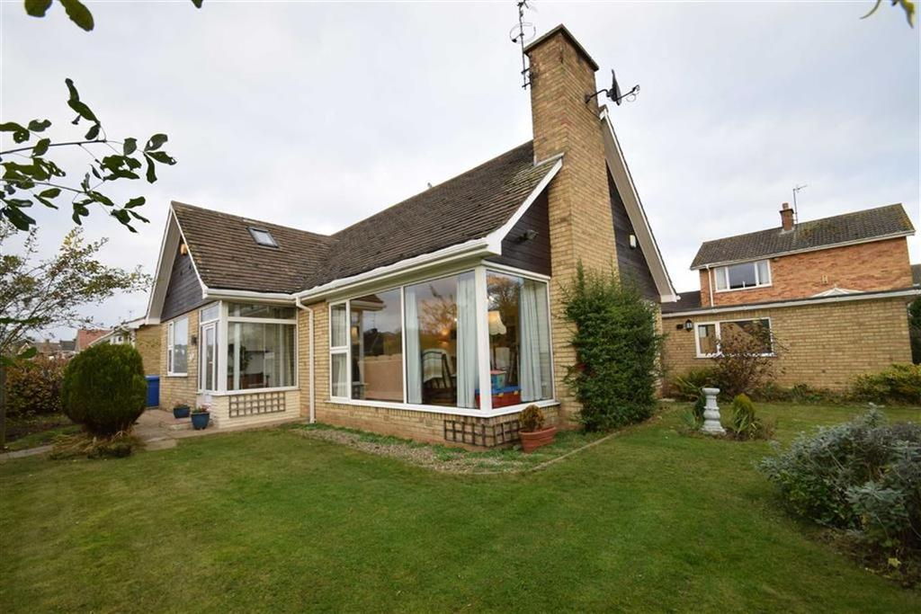 4 Bedrooms Detached Bungalow for sale in Cloverley Road, Bridlington, East Yorkshire, YO16