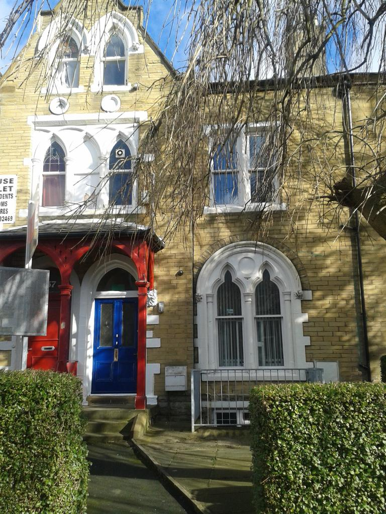 9 Bedrooms Terraced House for sale in ASHGROVE, BRADFORD, WEST YORKSHIRE, BD7 1BN