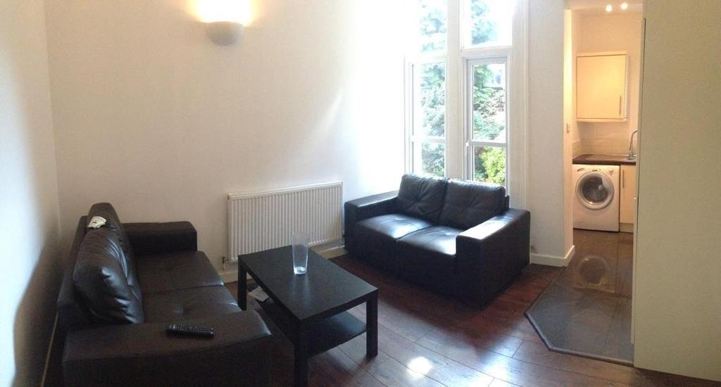 3 Bedrooms Apartment Flat for sale in FLAT 1, 27 CLARENDON ROAD, LEEDS, LS2 9NZ