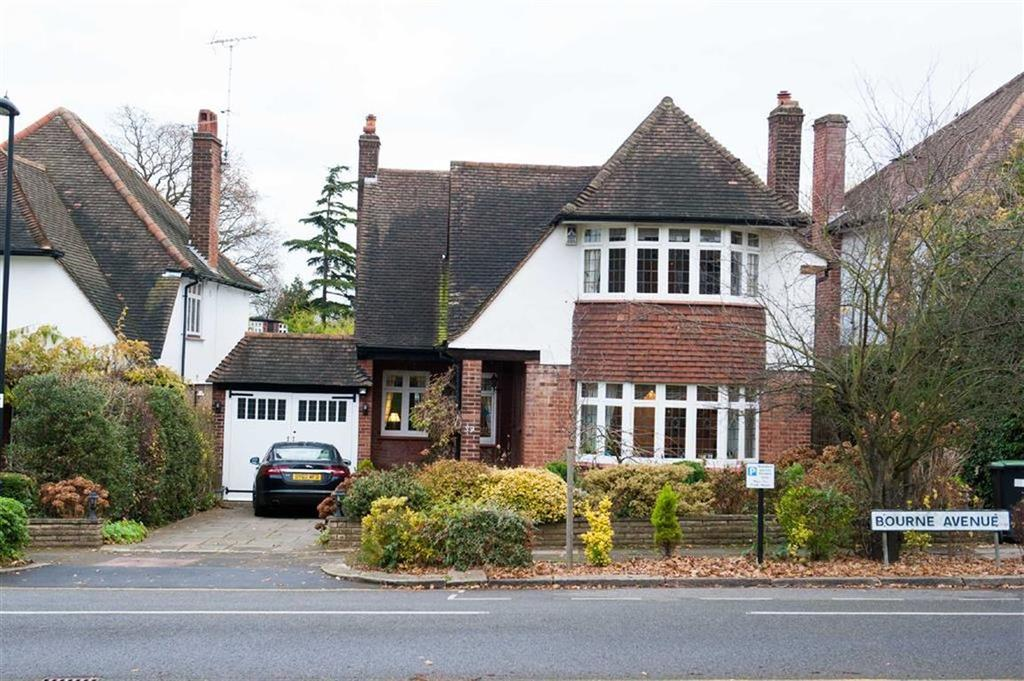 4 Bedrooms Detached House for sale in Bourne Avenue, Southgate, London, N14