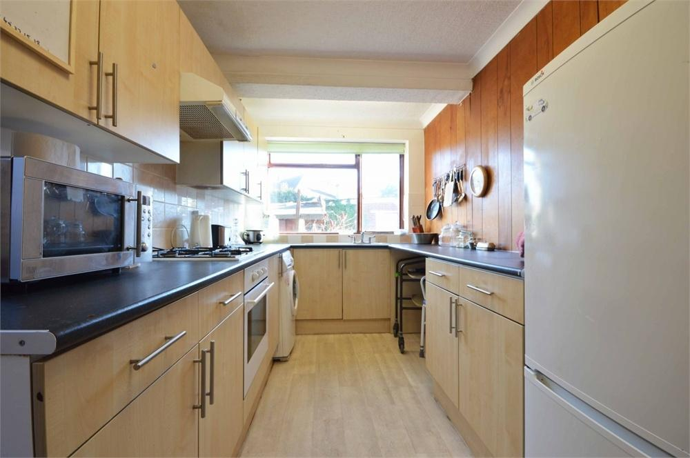 3 Bedrooms Detached House for sale in Clarendon Gardens, Dartford