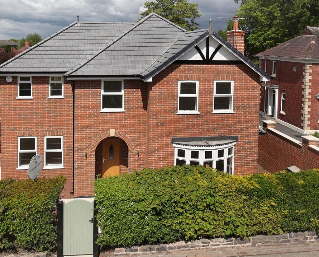 4 Bedrooms Detached House for sale in Hillside, The Hill, Sandbach
