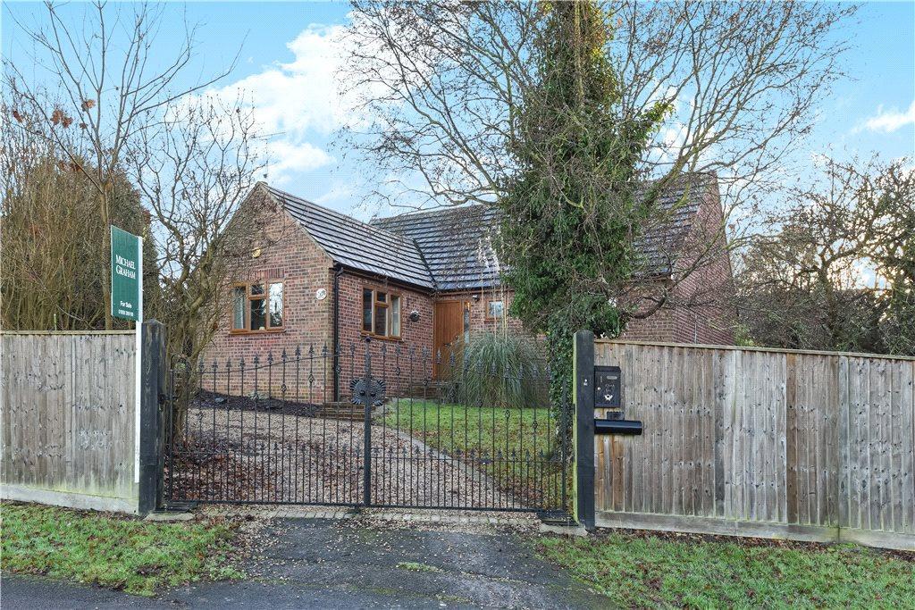 3 Bedrooms Detached Bungalow for sale in Church Lane, Loughton, Milton Keynes, Buckinghamshire