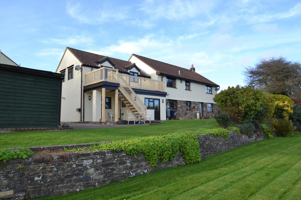 4 Bedrooms Semi Detached House for sale in Old Farm Court, Lake