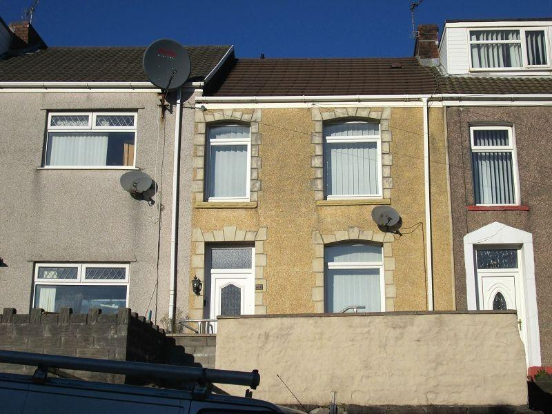2 Bedrooms Terraced House for sale in North Hill Road, Mount Pleasant, Swansea.