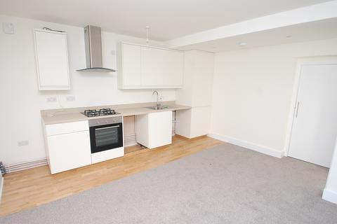 2 bedroom flat to rent - Aspen House, Churchfield Road, Chalfont St Peter, SL9