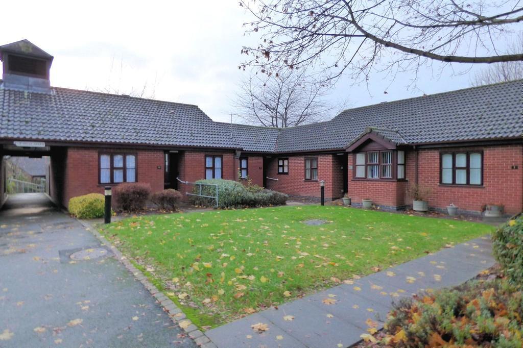 2 Bedrooms Semi Detached Bungalow for sale in Holly Green, Burton-on-Trent
