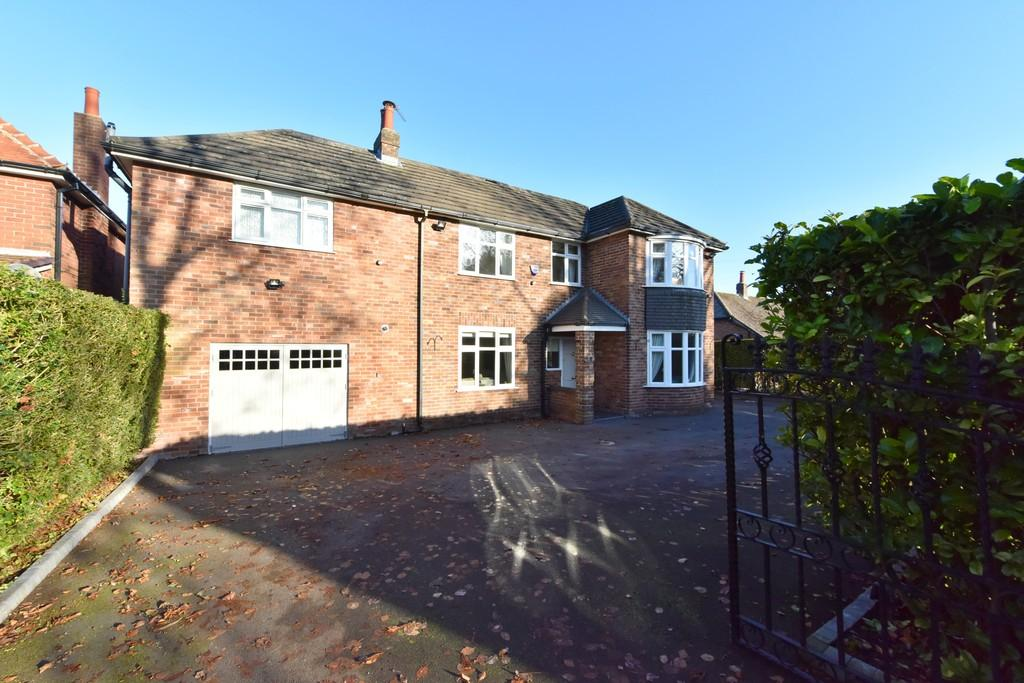 5 Bedrooms Detached House for sale in Black Moss Lane, Ormskirk