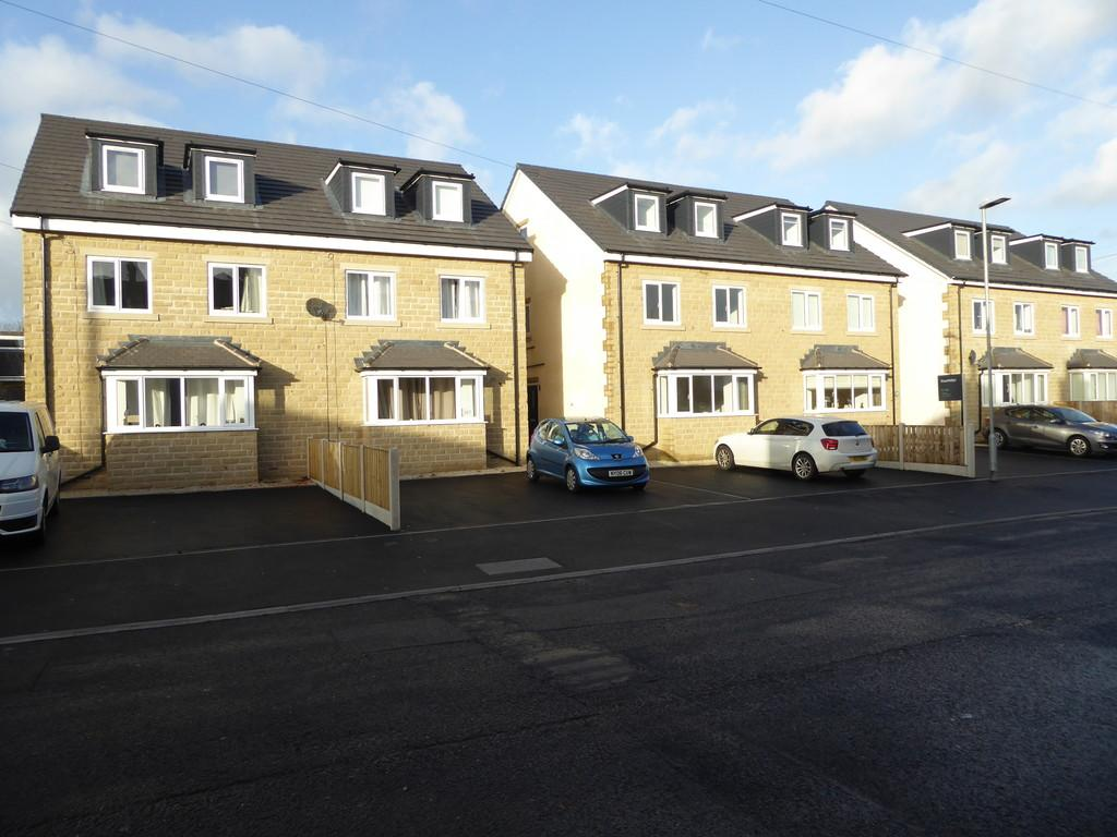 4 Bedrooms Semi Detached House for sale in Old Bank Road, Earlsheaton