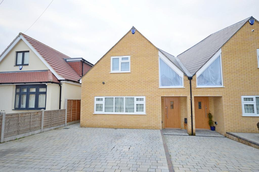 5 Bedrooms Semi Detached House for sale in Candover Road, Hornchurch, Essex, RM12