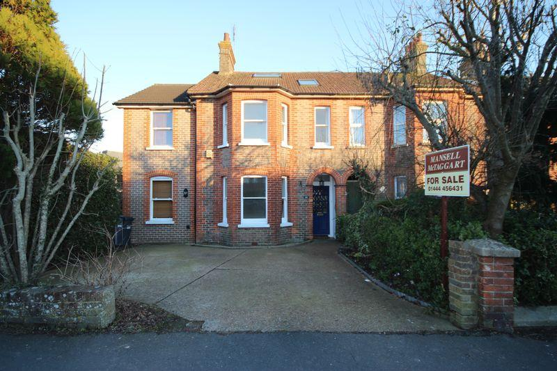 4 Bedrooms Semi Detached House for sale in Haywards Road, Haywards Heath