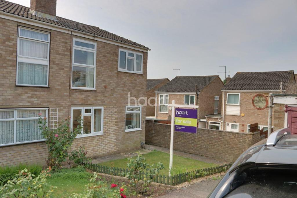 3 Bedrooms Semi Detached House for sale in Ramsay Close, Bedford, MK41
