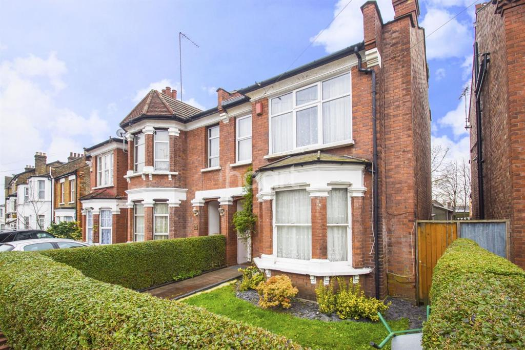 4 Bedrooms Semi Detached House for sale in The Limes Avenue, New Southgate, N11