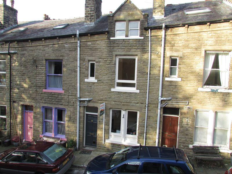 4 Bedrooms Terraced House for sale in Chapel Avenue, Hebden Bridge