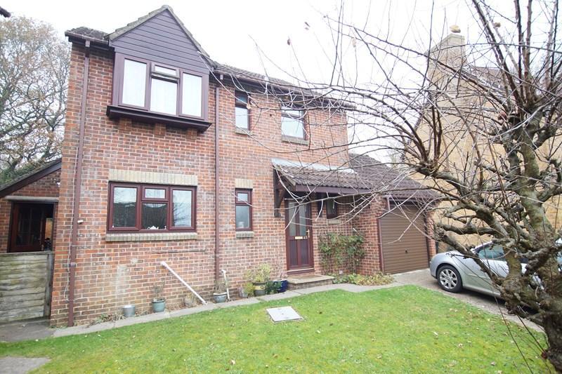 3 Bedrooms Detached House for sale in Eastleaze Road, Blandford Forum