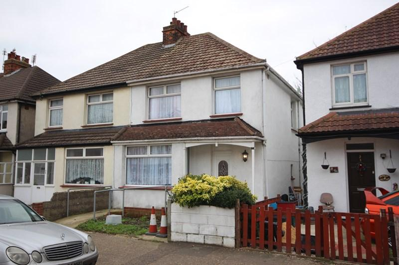 3 Bedrooms Semi Detached House for sale in Page Road, Clacton-On-Sea