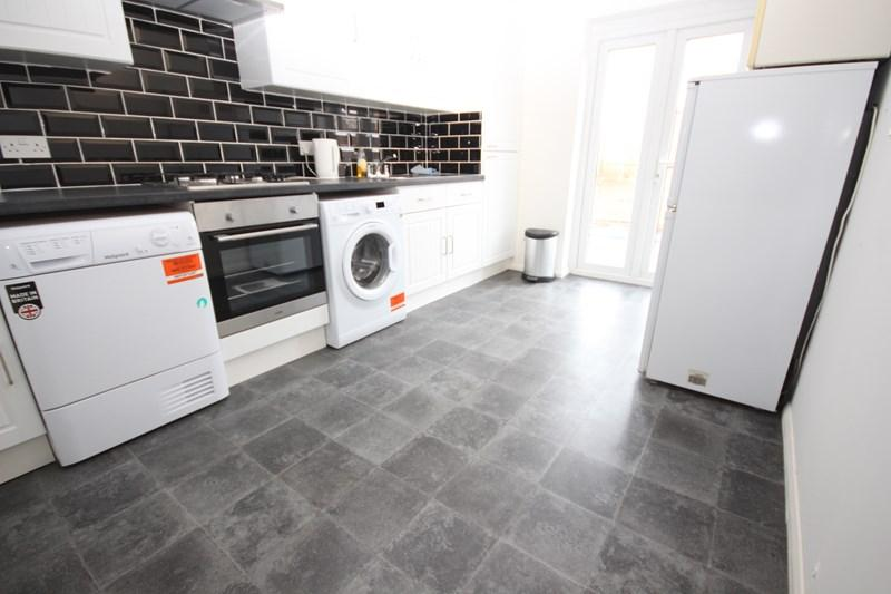 3 Bedrooms Bungalow for sale in Grimston Way, Walton On The Naze